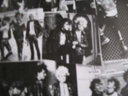 Un frammento del collage di foto della  band dal booklet dell'LP Ristiinnauttu  Kaaos del 1984.