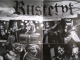 Il collage di foto della band ai giorni  nostri, dal booklet del vinile del nuovo  LP Korppien Parati.